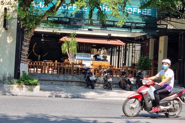 Bãi biển Đà Nẵng vắng người sau lệnh cấm - 5