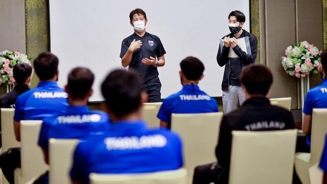 Cầu thủ Thái Lan bất phục phương pháp cầm quân hà khắc của HLV Nishino? - 1