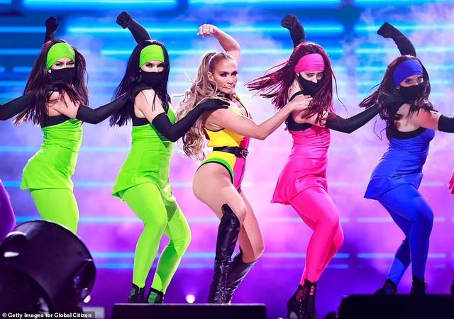 Jennifer Lopez mặc đồ bốc lửa, biểu diễn lôi cuốn - 3