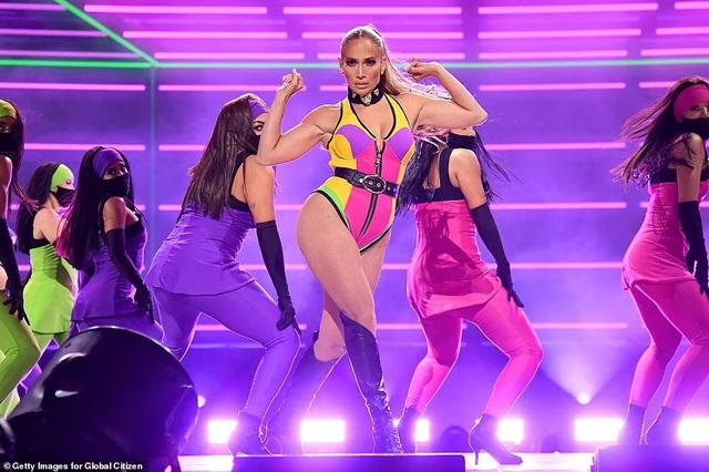 Jennifer Lopez mặc đồ bốc lửa, biểu diễn lôi cuốn - 4