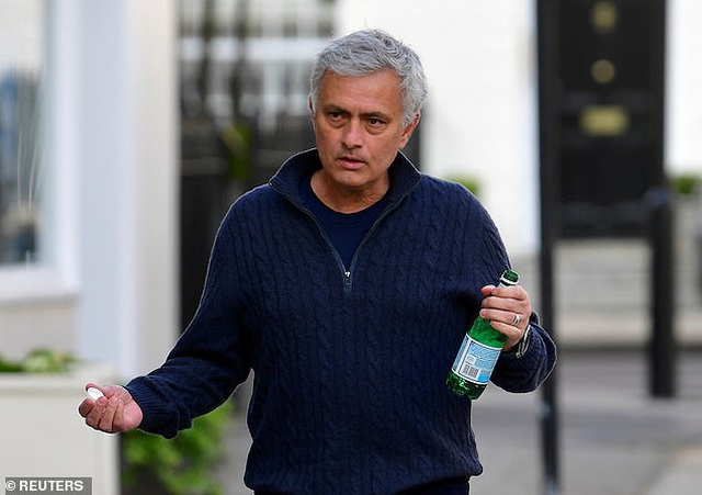 HLV Mourinho nhận được tiền lương bao nhiêu ở AS Roma? - 1
