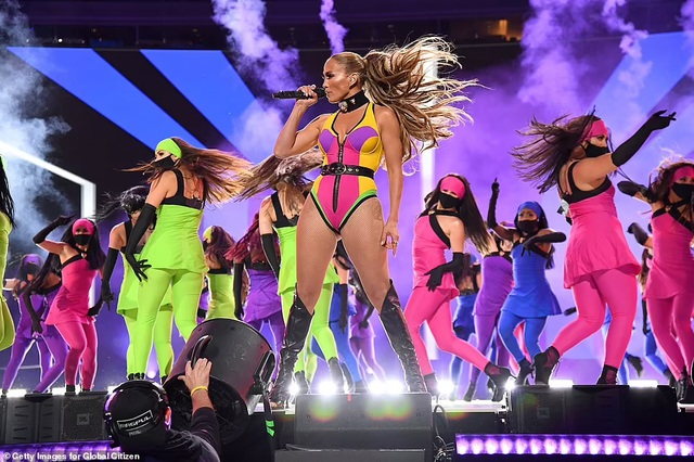 Jennifer Lopez mặc đồ bốc lửa, biểu diễn lôi cuốn - 2