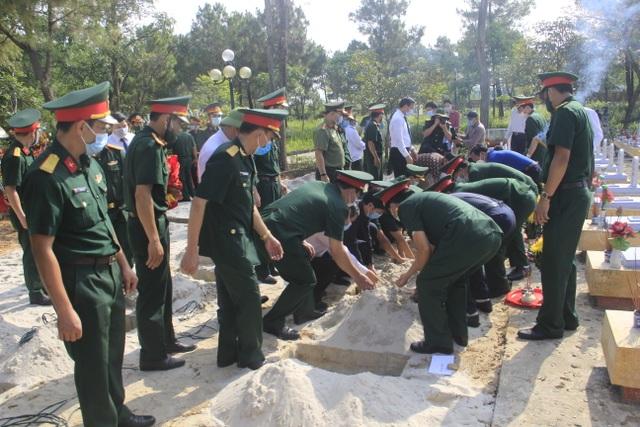 Quảng Trị: Truy điệu và an táng 24 hài cốt liệt sĩ hy sinh tại Lào - 5