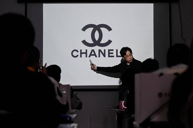 Dân Trung Quốc chi bộn tiền để học cách nhận biết hàng hiệu - 2
