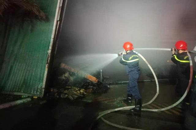 Cháy lớn hơn 3 tiếng thiêu rụi hàng nghìn mét vuông nhà xưởng - 5