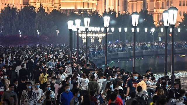 Choáng với biển người ùn ùn đi du lịch ở Trung Quốc - 1