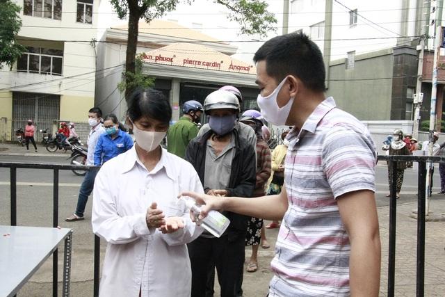 Hà Nội khuyến cáo người dân chỉ ra khỏi nhà khi cần thiết - 2