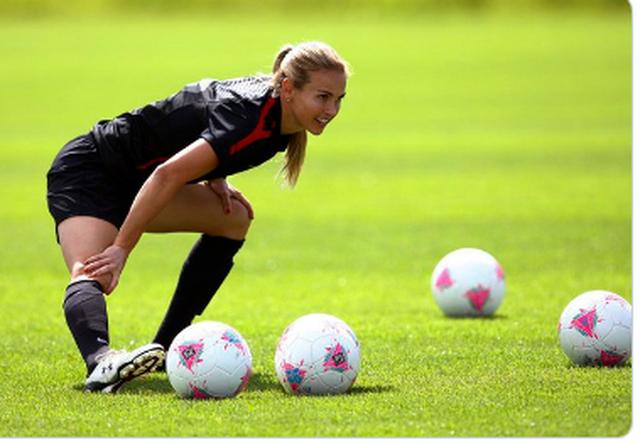 10 nữ cầu thủ bóng đá nóng bỏng nhất nước Mỹ - 9