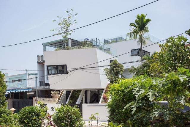 Vợ chồng Đà Nẵng làm nhà độc lạ, có cả khu cắm trại trên sân thượng - 10