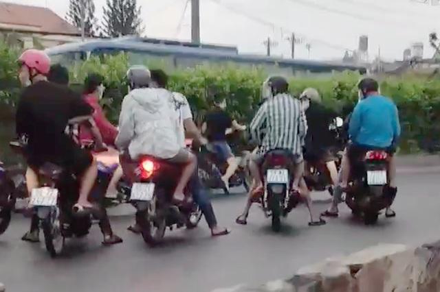 Tạm giữ 11 thanh thiếu niên trong nhóm quái xế chặn quốc lộ đua xe - 1