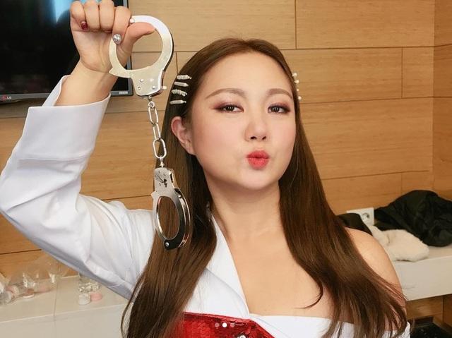 Thấy gì sau vụ việc nữ nghệ sĩ Hàn Quốc bị ném đá vì nói về tình dục? - 1