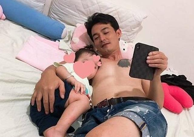 Quách Ngọc Ngoan tình cảm bên con gái nhỏ sau tin đồn ly hôn Phượng Chanel - 1