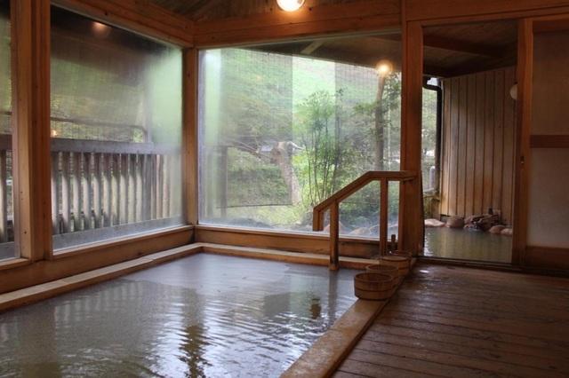 Suối nước nóng có bọt carbon lấp lánh độc đáo ở Nhật - 4