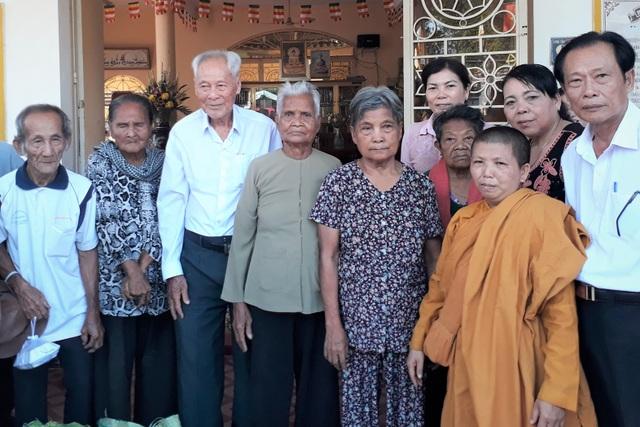 Cụ ông gần 100 tuổi mê từ thiện, người dân gọi là Ông Bụt - 3