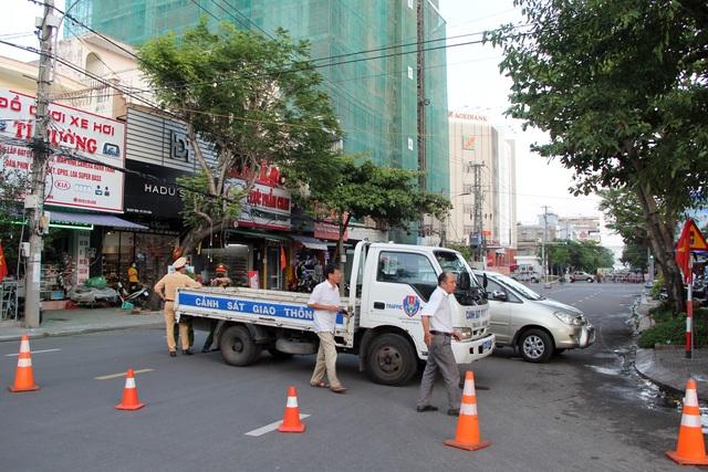 Phú Yên: Cứng người đứng nhìn cẩu tháp rơi từ tầng 20 xuống đường - 1