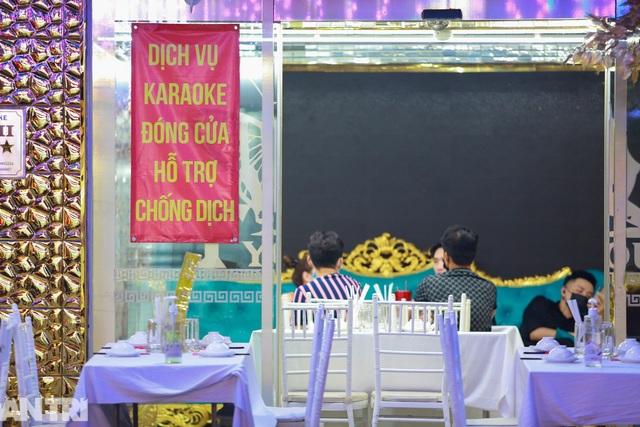Sau vụ xử phạt karaoke trá hình, loạt phố massage ở TP.HCM đóng cửa im lìm - 4