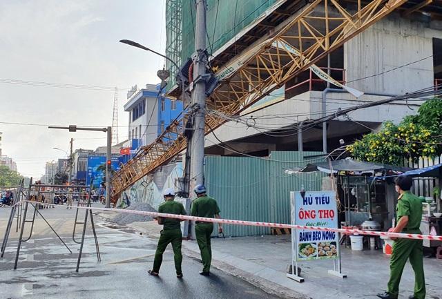 Phú Yên: Cứng người đứng nhìn cẩu tháp rơi từ tầng 20 xuống đường - 5