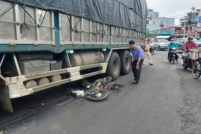 Trên đường đến trường, nam sinh lớp 12 tử nạn dưới bánh xe tải - 1