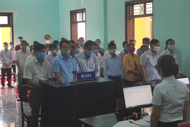 Tòa triệu tập hơn 120 người tới phiên xử nguyên Trưởng phòng NNPTNT - 3