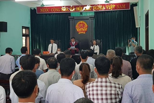 Tòa triệu tập hơn 120 người tới phiên xử nguyên Trưởng phòng NNPTNT - 1