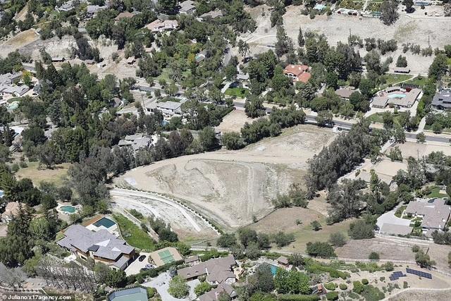 Cận cảnh mảnh đất siêu khủng mà tỷ phú Kylie Jenner mới tậu - 2