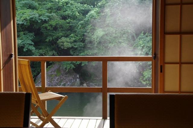 Ngâm mình trong bọt khí bạc tại onsen có ga hiếm có ở Nhật Bản - 5