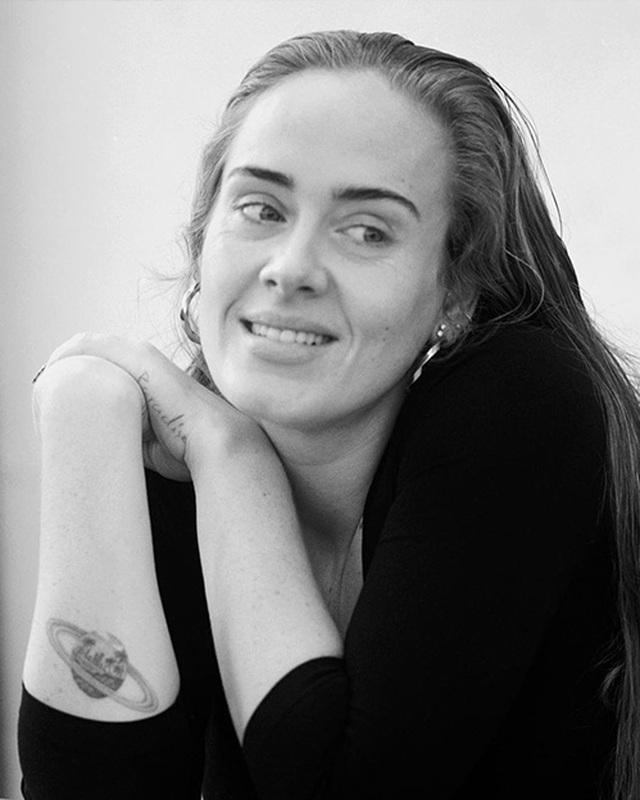 Họa mi nước Anh Adele tự tin khoe mặt mộc sau khi giảm cân sốc - 1