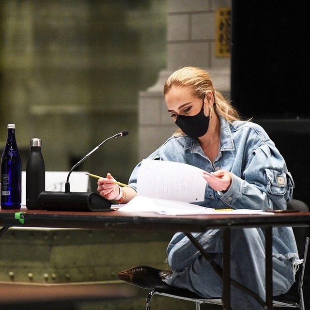 Họa mi nước Anh Adele tự tin khoe mặt mộc sau khi giảm cân sốc - 6
