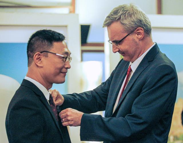 TS Trần Văn Công được Pháp trao Huân chương Hiệp sĩ Nghệ thuật và Văn học - 1