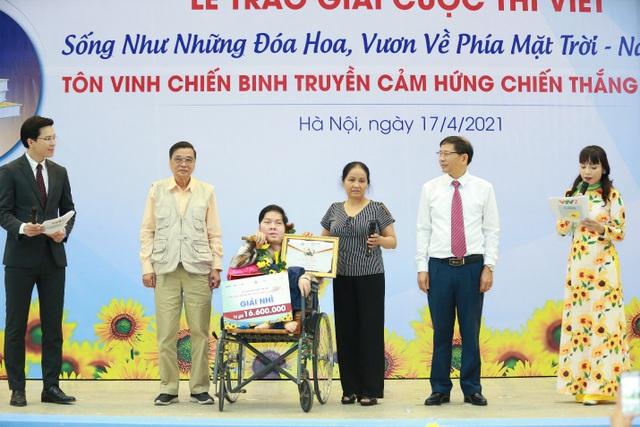 Chàng trai khuyết tật truyền cảm hứng cho người bệnh ung thư - 2