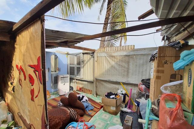 TPHCM: Giông lốc cuốn phăng mái tôn hàng loạt căn nhà - 3