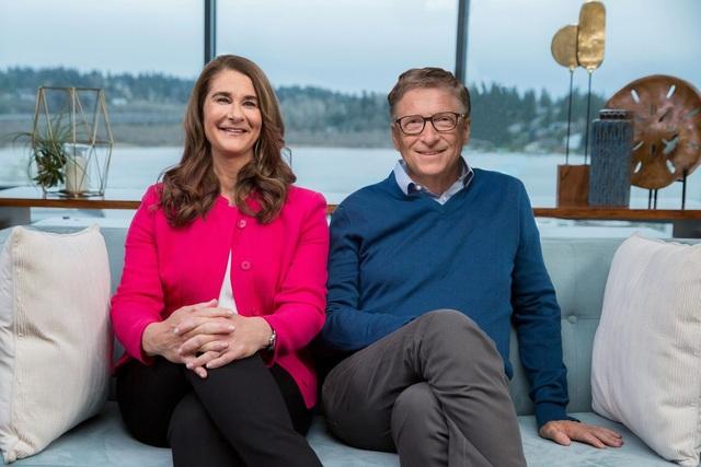 Ông Gates đã chuyển 2,4 tỷ USD cổ phần tại một loạt công ty cho bà Melinda - 1
