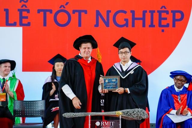 Thủ khoa tốt nghiệp điểm tuyệt đối 4.0/4.0 ĐH RMIT:Tôi chơi nhiều hơn học - 1
