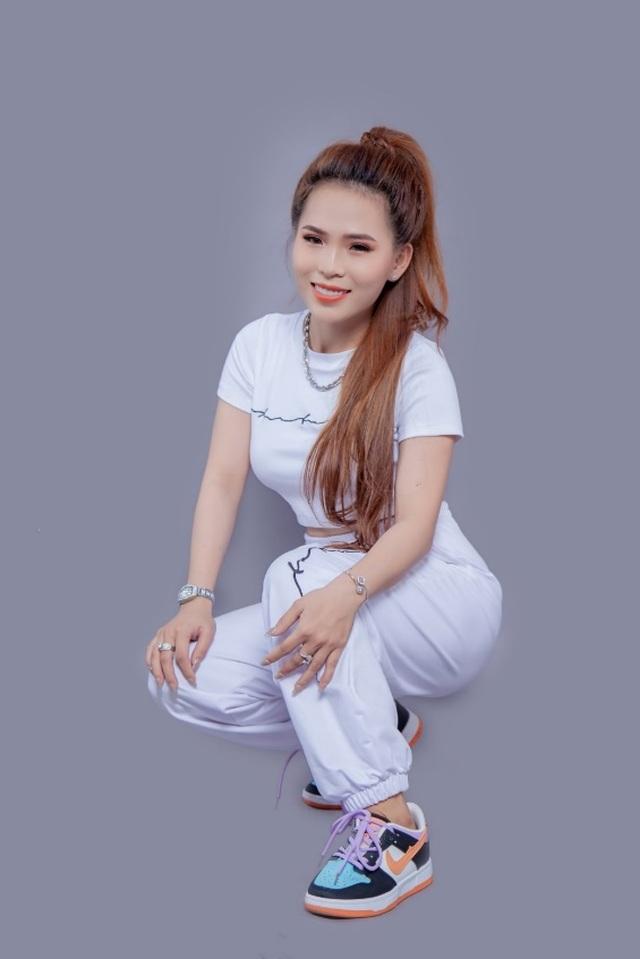 Khánh Ly Boutique: nỗ lực tôn vinh vẻ đẹp phái nữ - 2