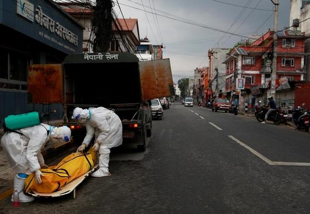 Bão Covid-19 tràn tới, Nepal dựng giàn thiêu tập thể - 4