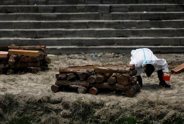 Bão Covid-19 tràn tới, Nepal dựng giàn thiêu tập thể - 8