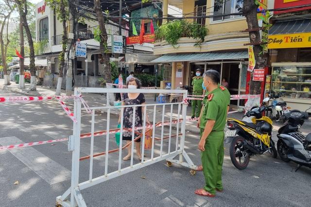 Đà Nẵng: Phong tỏa, phun khử khuẩn quanh khu vực quán bar New Phương Đông - 3