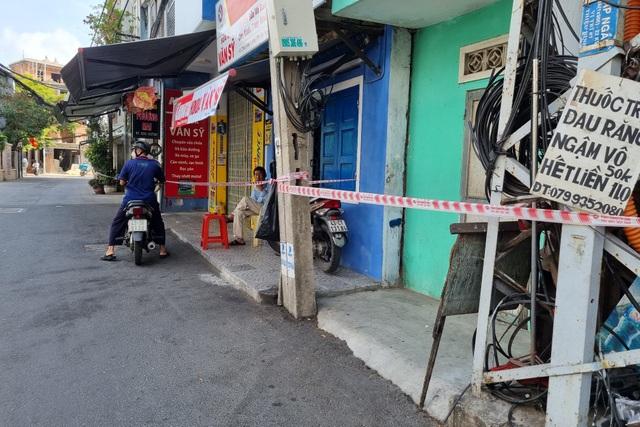 Đà Nẵng: Phong tỏa, phun khử khuẩn quanh khu vực quán bar New Phương Đông - 2
