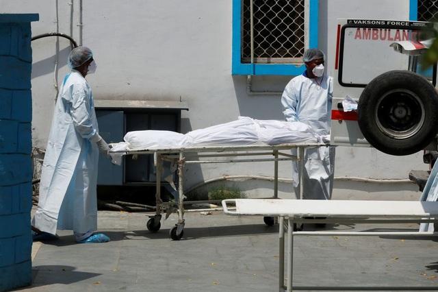Phá kỷ lục ca nhiễm mới và tử vong, Ấn Độ quay cuồng vì Covid-19 - 1