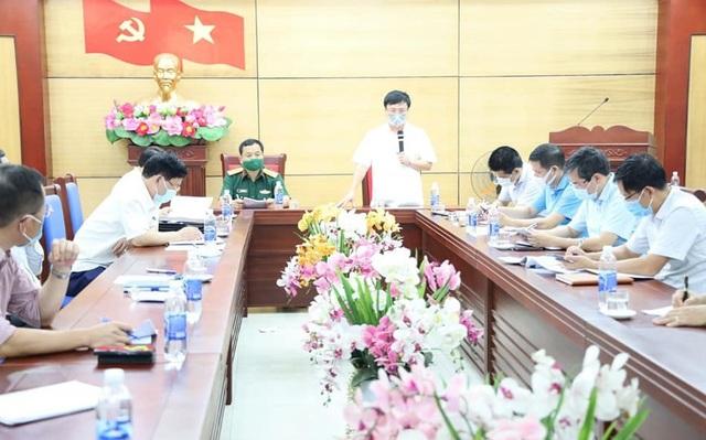 Đêm 6/5, Ban Chỉ đạo phòng, chống dịch Covid-19 tỉnh Nghệ An họp khẩn tại Thị xã Hoàng Mai.