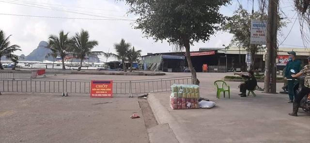 Một tiểu thương thăm người ốm ở Bệnh viện Nhiệt đới, cả chợ cá bị đóng cửa - 1