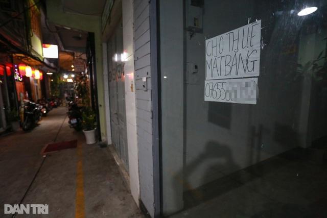 Sau vụ xử phạt karaoke trá hình, loạt phố massage ở TP.HCM đóng cửa im lìm - 10