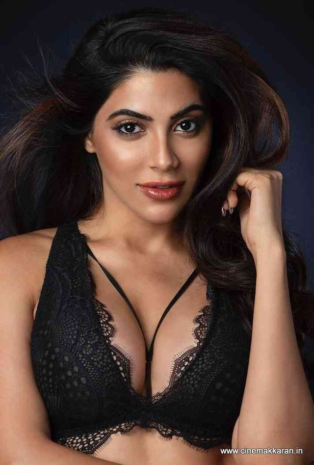 Người đẹp Ấn Độ Nikki Tamboli đau đớn khi anh trai chết vì Covid-19 - 3
