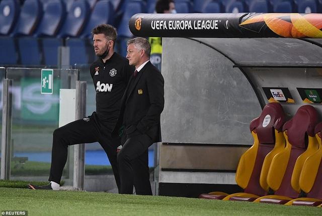 Man Utd thua AS Roma trong ngày Cavani lập cú đúp - 12