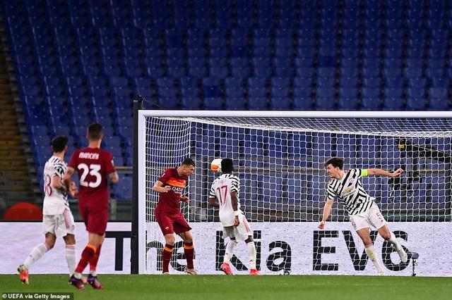Man Utd thua AS Roma trong ngày Cavani lập cú đúp - 3