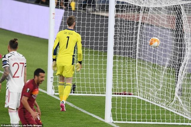 Man Utd thua AS Roma trong ngày Cavani lập cú đúp - 6