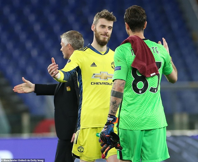 Man Utd thua AS Roma trong ngày Cavani lập cú đúp - 11