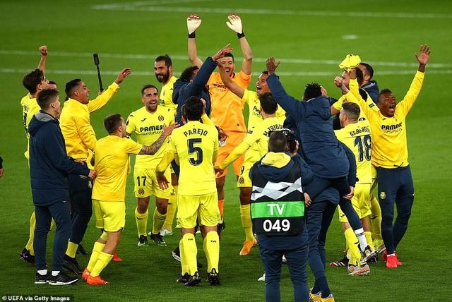 Man Utd thăng hoa nhờ Cavani, Arsenal cay đắng gục ngã trước chung kết - 9
