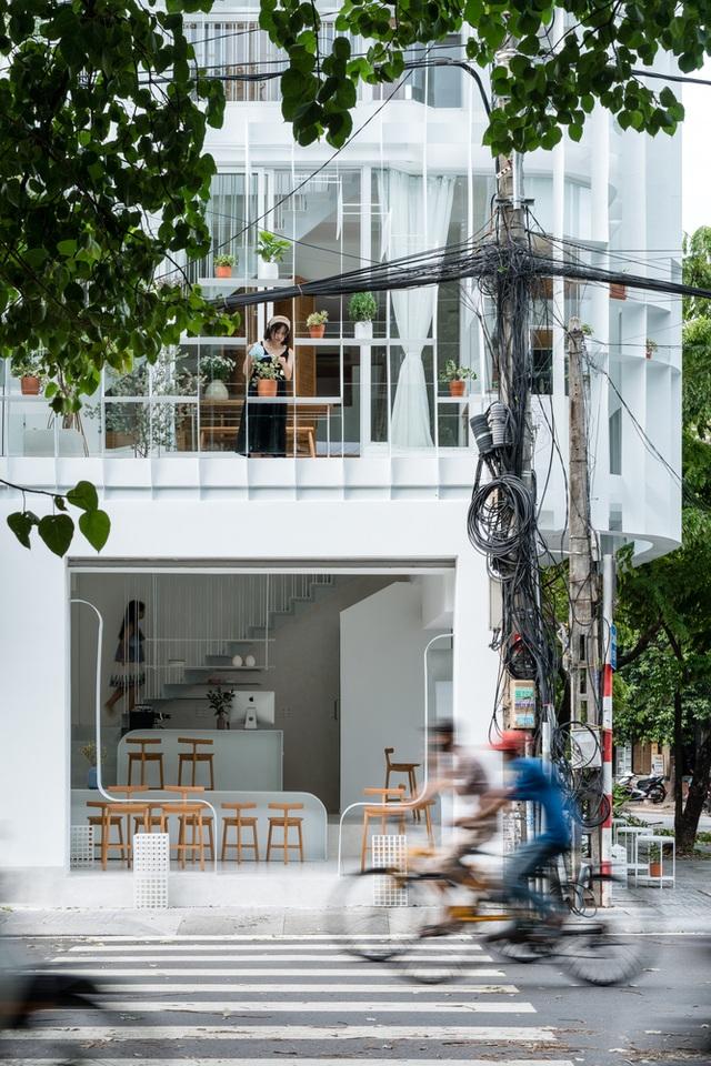 Quán cà phê như lồng chim giữa phố, thiết kế đẹp lạ từ ngoài vào trong - 3