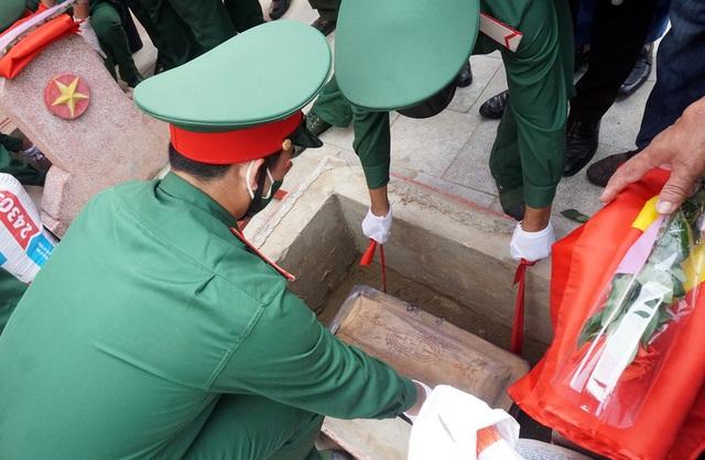 Trọng thể Lễ an táng 95 liệt sĩ quân tình nguyện và chuyên gia Việt Nam - 8